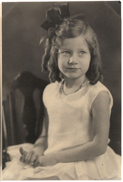 File:Girl in curls with bow, 2nd pose.jpg