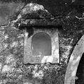 Gorenje pri Divači št. 3-4, niša pri portonu z letnico 1715 1969 (2).jpg