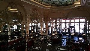 Le Grand Café, Moulins - Image: Grand café de Moulins salle du rez de chaussée vue depuis la mezzanine
