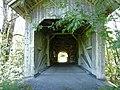 Gschwendmühlbrücke über die Weißach Vbg unweit Aach, Nordseite mit sichtb vierf Hängesprengw.jpg