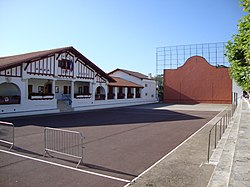 Guéthary (Pyr-Atl., Fr) Mairie + Fronton.JPG