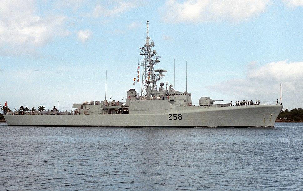 HMCS Kootenay (DDE 258) at Pearl Harbor 1986.JPEG