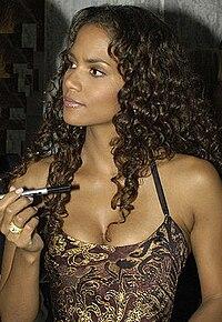 Halle Berry em 2004
