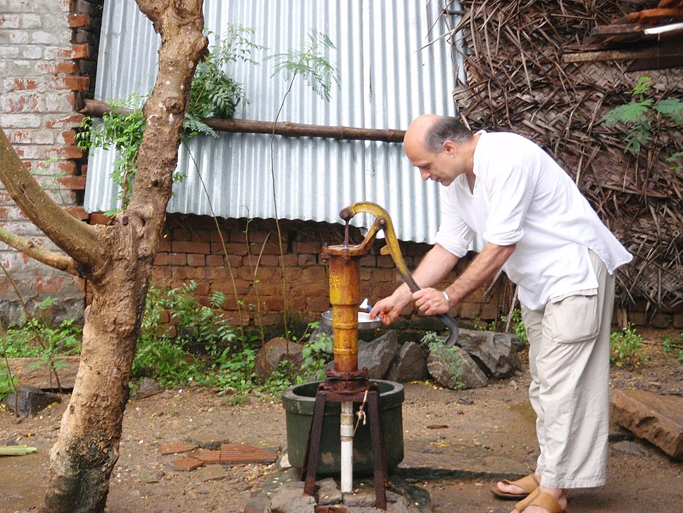 Hand water pump in India (3382861084)