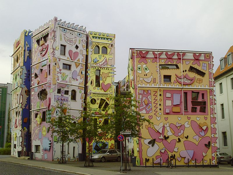 File:Happy RIZZI House.jpg