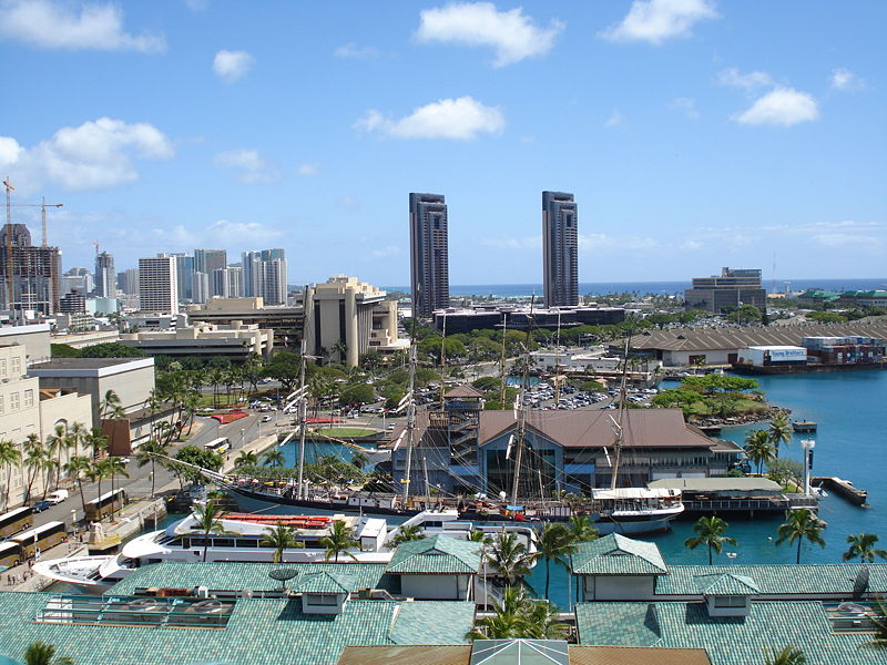 Berkas:Hawaii Maritime Center from Aloha Tower.jpg