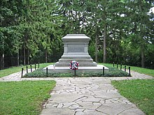 Hayes grave at Spiegel Grove.jpg