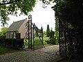 Hekwerk van begraafplaats Sparrendreef in Vianen (Utrecht) 02.jpg