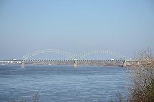 Hernando de Soto Bridge - Image: Hernando De Soto Bridge from Martyr's Park