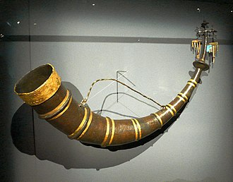 Drinking horn - The Hochdorf drinking horn (iron with sheet gold ornaments, capacity 5.5 litres)