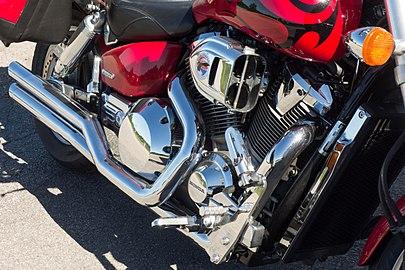 Honda VTX 1800 C 2007 - engine.jpg