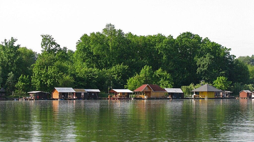 Beograd u slici 1024px-Houseboats%2C_Belgrade%2C_Serbia