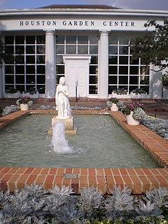 <i>Lillian Schnitzer Fountain</i>