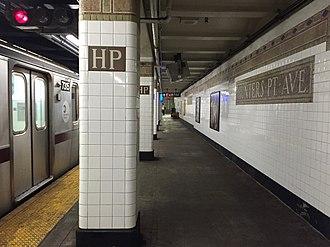 Hunters Point Avenue (IRT Flushing Line) - Image: Hunters Point Avenue Flushing bound platform
