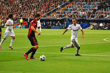 Ibrahimović on the ball for A.C. Milan in the 2010–11 UEFA Champions League 45e5965ca