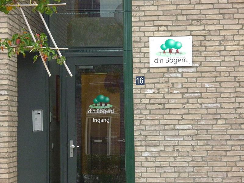 Bestand:Ingang Bredeschool D'n Bogerd Deurne.JPG