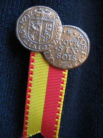 Compagnie de 1602 - Patriotic pin representing two sides of a coin of 1602.