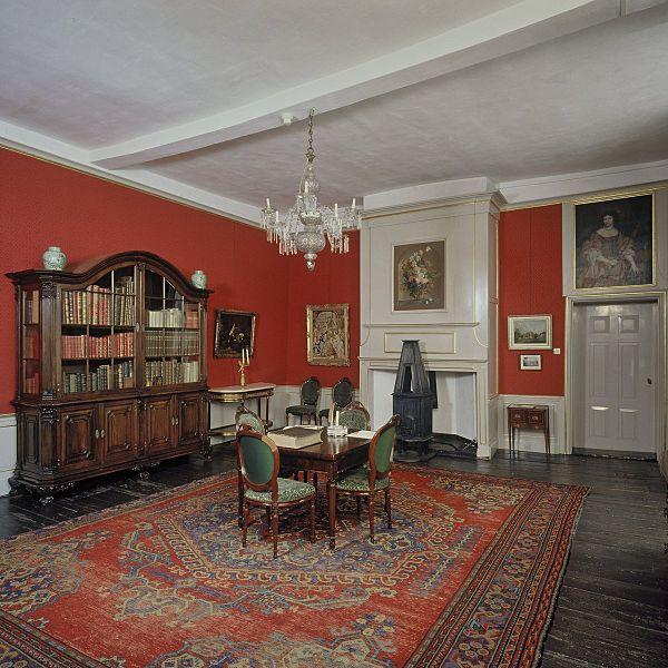 File interieur overzicht van de rode kamer vaassen for Kamer interieur