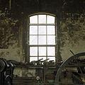 Interieur werkplaats, stalen raam in oostgevel - Sappemeer - 20388320 - RCE.jpg
