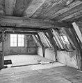 Interieur zolder, naar voorgevel - Delft - 20050613 - RCE.jpg