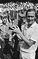 Internationale tenniskampioenschappen te Hilversum, G Battrick met beker, Bestanddeelnr 924-7801.jpg