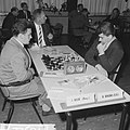 Interzone schaaktoernooi in het GAK gebouw te Amsterdam, de Rus Boris Spasski (r, Bestanddeelnr 916-5227.jpg