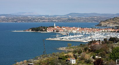 How to get to Izola with public transit - About the place