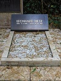 Jüdischer Friedhof Köln-Bocklemünd - Grabstätte Familie Leonhard Tietz (3).jpg