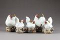 Japanska figurer från 1800-talet, höns och tuppar med kycklingar - Hallwylska museet - 96009.tif