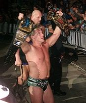 I Jeri-Show (Chris Jericho davanti e Big Show dietro) come Unified WWE Tag Team Championship}