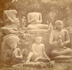 KITLV 87658 - Isidore van Kinsbergen - Sculptures at Tjampea near Buitenzorg - Before 1900.tif