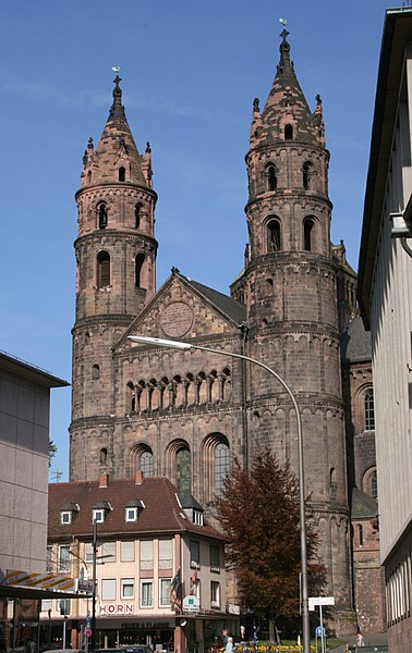 http://upload.wikimedia.org/wikipedia/commons/thumb/b/b4/Kaiserdom_Worms_IMG4617b.jpg/378px-Kaiserdom_Worms_IMG4617b.jpg