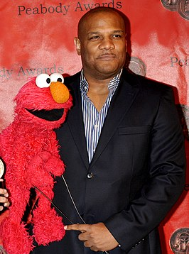 Kevin Clash met Elmo op de Peabody Awards in 2010.