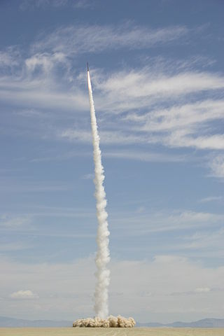 """CSXT/GoFast space launch, May 17, 2004. Photo by Ian Kluft KO6YQ<br /><i>Source:</i> <a href=""""https://commons.wikimedia.org/wiki/File:Kluft-photo-CSXT-2004-amateur-space-launch.jpg"""" rel=""""external"""">Wikipedia</a> 320px-Kluft-photo-CSXT-2004-amateur-space-launch.jpg"""