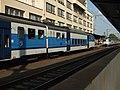 Kralupy nad Vltavou, nádraží, elektrická jednotka 451 v novém nátěru vedle staré.JPG