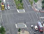 Kreuzung B1-B96 Berlin - Fahrbahnmarkierungen.jpg