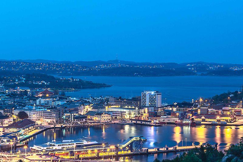 File:Kristiansand i den blå timen.jpg