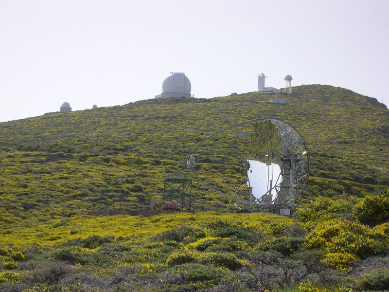File:La Palma-MAGIC Telescope.jpg