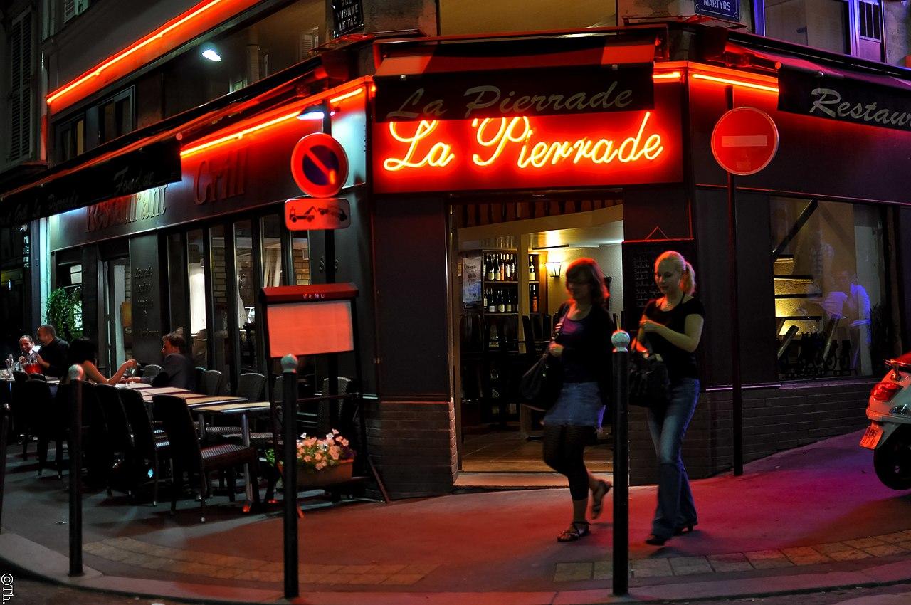 File la pierrade 93 rue des martyrs 75018 paris for Miroir rue des martyrs