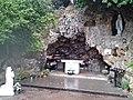 La grotta di Lourdes nel piazzale antistante la cappellina - panoramio.jpg
