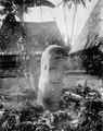 Langke Boelawa, kvinnofigur av sten. Byn Bomba, Bada, Poso, Celebes. Sulawesi, Poso, Bada - SMVK - 010645.tif