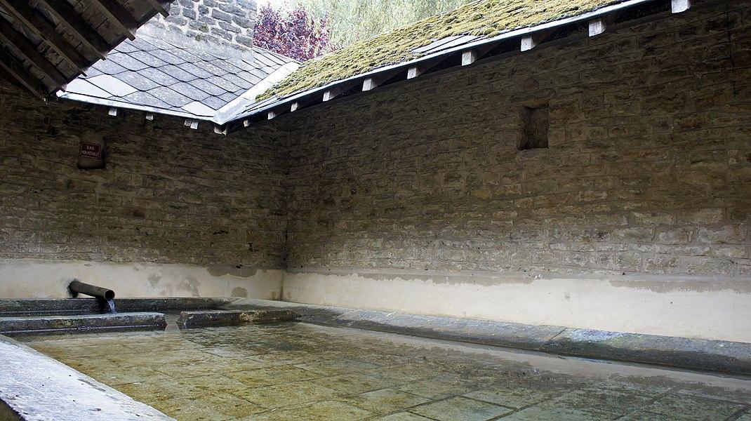 Le lavoir fermé de la Moncelle.
