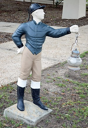 Lawn jockey - Example bearing a lantern in Perry, Georgia
