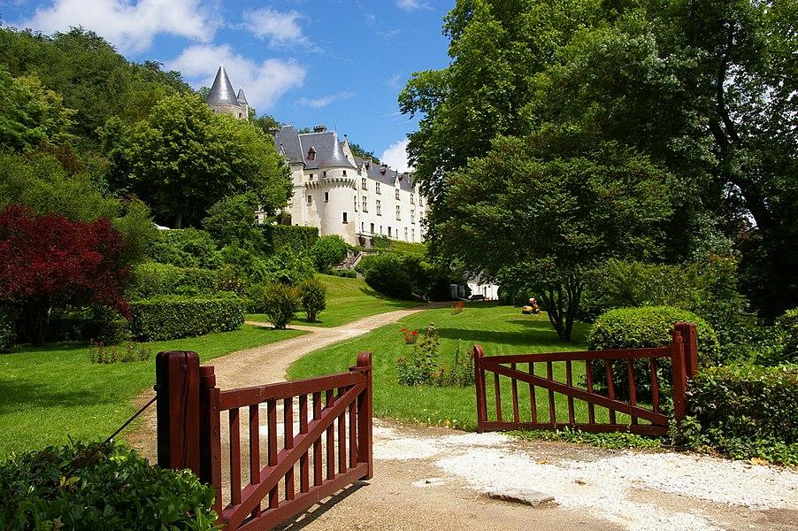 Ancienne demeure royale, le château de Chissay est maintenant un hôtel.