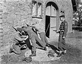 Legermanoeuvres in West Duitsland , soldaten in actie aangetast, Bestanddeelnr 906-7369.jpg