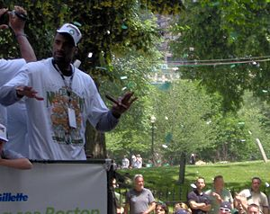Leon Powe - Powe during the 2008 Boston Celtics championship parade.