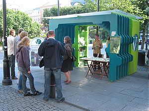 Liberal Party (Norway) - Campaign booth at Karl Johans gate ahead of the Norwegian local elections, 2007.