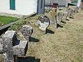 Lichans (Lichans-Sunhar, Pyr-Atl, Fr) vieilles stèles au long du mur du cimetière.JPG