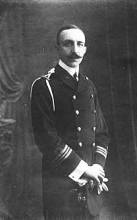 Lieutenant Votsis qui fit sauter le Feth-I-Bulend dans le port de Salonique.jpg