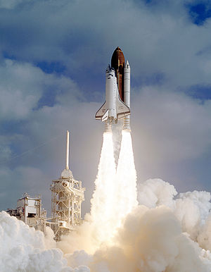 1990 in spaceflight - Image: Liftoff STS 31